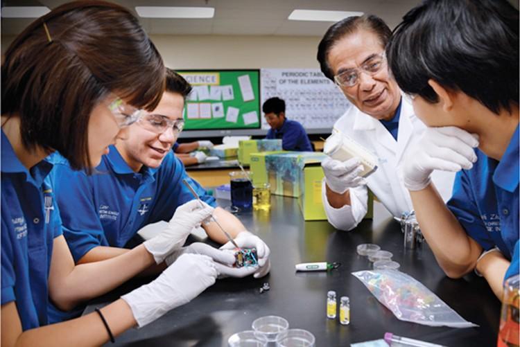 Project leader Dan Saldana working with students using Bio-Rad's  pGLO kit.